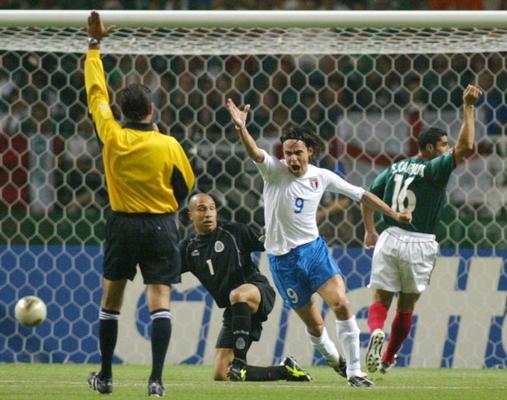 1 gol annullato ad Inzaghi-c-Inzaghi esulta[Repubblica]