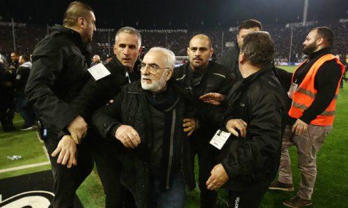 Follia in Grecia, presidente Paok minaccia arbitro con la pistola